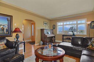 Photo 2: 4016 EDINBURGH ST in Burnaby: Vancouver Heights House for sale (Burnaby North)  : MLS®# V999211