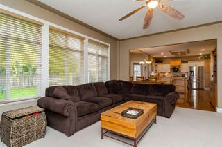 Photo 5: 2864 SHUTTLE STREET in Abbotsford: House for sale : MLS®# R2006617