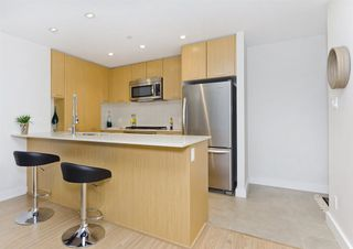 Photo 6: 708 301 CAPILANO ROAD in Port Moody: Port Moody Centre Condo for sale : MLS®# R2137745