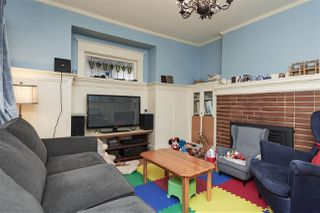 """Photo 3: 20 E 60TH Avenue in Vancouver: South Vancouver House for sale in """"SOUTH VANCOUVER"""" (Vancouver East)  : MLS®# R2434602"""