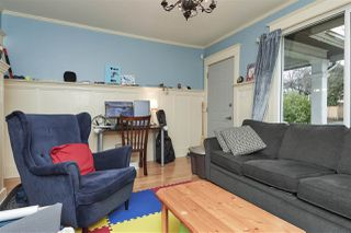 """Photo 5: 20 E 60TH Avenue in Vancouver: South Vancouver House for sale in """"SOUTH VANCOUVER"""" (Vancouver East)  : MLS®# R2434602"""