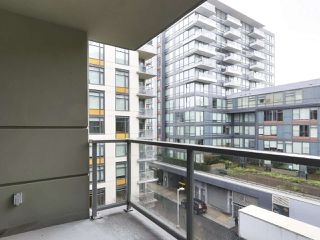 "Photo 8: 554 108 W 1ST Avenue in Vancouver: False Creek Condo for sale in ""OLYMPIC VILLAGE"" (Vancouver West)  : MLS®# R2437073"