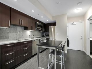"Photo 13: 554 108 W 1ST Avenue in Vancouver: False Creek Condo for sale in ""OLYMPIC VILLAGE"" (Vancouver West)  : MLS®# R2437073"