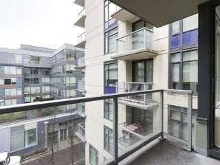 "Photo 9: 554 108 W 1ST Avenue in Vancouver: False Creek Condo for sale in ""OLYMPIC VILLAGE"" (Vancouver West)  : MLS®# R2437073"