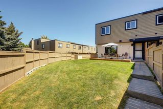 Main Photo: 129 3809 45 Street SW in Calgary: Glenbrook Row/Townhouse for sale : MLS®# A1020876
