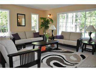Photo 3: 709 Timberglen Place in VICTORIA: Hi Western Highlands Single Family Detached for sale (Highlands)  : MLS®# 321262
