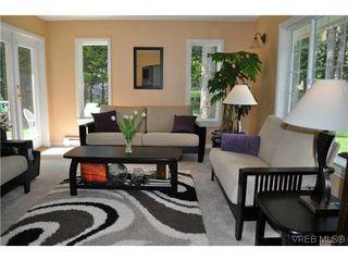 Photo 2: 709 Timberglen Pl in VICTORIA: Hi Western Highlands Single Family Detached for sale (Highlands)  : MLS®# 635399