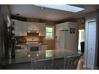Photo 4: 709 Timberglen Pl in VICTORIA: Hi Western Highlands Single Family Detached for sale (Highlands)  : MLS®# 635399