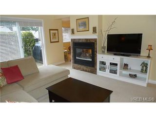 Photo 2: VICTORIA TOWNHOME / TOWNHOUSE = VICTORIA REAL ESTATE Sold With Ann Watley!