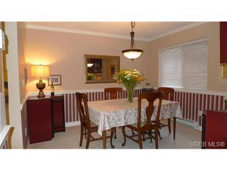 Photo 5: VICTORIA TOWNHOME / TOWNHOUSE = VICTORIA REAL ESTATE Sold With Ann Watley!