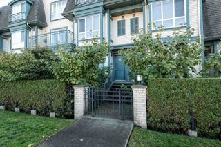 Photo 2: 24 288 ST. DAVIDS AVENUE in NORTH VANC: Lower Lonsdale Townhouse for sale (North Vancouver)  : MLS®# R2005852