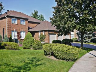 Photo 1: 2118 Grenville Dr in : 1018 - WC Wedgewood Creek FRH for sale (Oakville)  : MLS®# OM2082300
