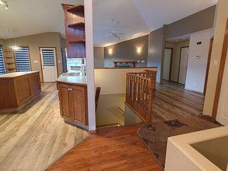 Photo 2: 3804 42 Street in Edmonton: Zone 29 House for sale : MLS®# E4183415