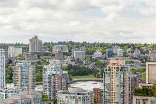 """Photo 1: 2704 928 RICHARDS Street in Vancouver: Yaletown Condo for sale in """"SAVOY"""" (Vancouver West)  : MLS®# R2457880"""
