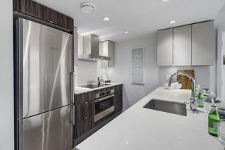 """Photo 8: 607 1788 COLUMBIA Street in Vancouver: False Creek Condo for sale in """"Epic At West"""" (Vancouver West)  : MLS®# R2519322"""