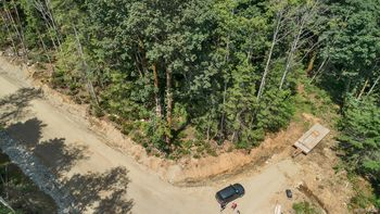aerial view of SL 5, driveway off Fir Crest Drive.