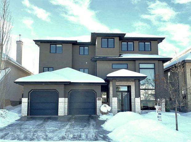 Main Photo: 2418 MARTELL Crescent in Edmonton: Zone 14 House for sale : MLS®# E4172985